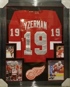 STEVE YZERMAN DETROIT RED WINGS  JERSEY CUSTOM FRAMED. PSA COA !!!