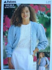 LADIES DK LACY CARDIGAN /& SLEEVELESS TOP KNITTING PATTERN 32//42in PATONS 4210