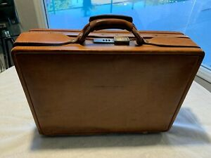 VINTAGE HARTMANN BELTING LEATHER ATTACHE BRIEFCASE LOTS OF COMPARTMENTS-BROWN.
