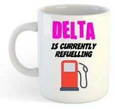 Delta Est Actuellement Ravitaillement Tasse Rose - Drôle, Cadeau, Nom ,