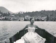 ORTA c. 1950 - Jeune Femme Ballade en Bateau Village Italie - NV 2218