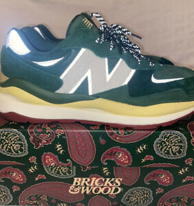 size 9.5 new balance 57/40 x bricks & wood forest green with extra Shoelaces