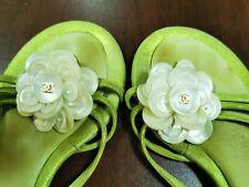 Chaussures / tongs Chanel verte avec nacre