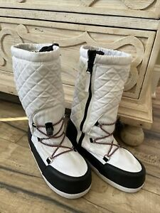 Hunter Original White Quilted Moon Boots Size 6 New