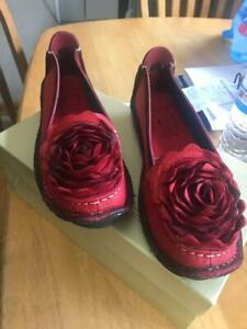 L'Artiste by Spring Step Women's Dezi Flat