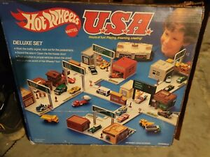 Vintage Hot Wheels USA Deluxe Set
