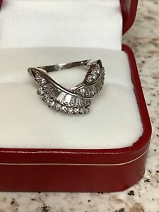 Total Of 1.110 Carats Of Natural Diamond In Platinum900/size M/6