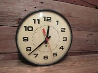 Vintage Electric SIMPLEX Wall Clock Glass Front With Metal Base