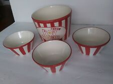 Everyday Entertaing 4 piece popcorn serving set.