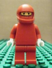 LEGO MINI–RACERS–FERRARI–PIT CREW MEMB, NO STICK, RED HELMET–GENT USED