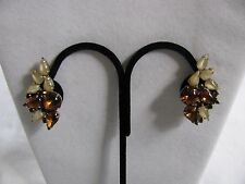 VINTAGE GOLD TONE AMBER & MOTHER OF PEARL GLASS STONES  CLUSTER CLIP ON EARRINGS
