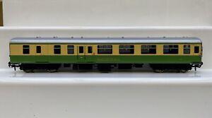 Bachmann OO Gauge Cream / Green Bailechaul MK2 Highland Line Brake Coach