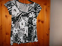 Pretty black and white top, size 10, excellent condition