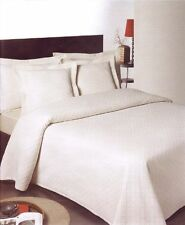 Polyester Solid Pattern Decorative Bedspreads