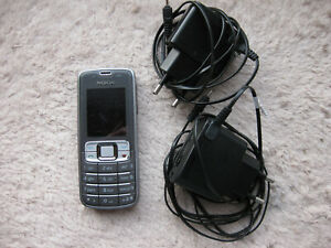 Nokia mobile phone with battery and two European changers