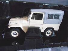 TOYOTA LANDCRUISER LAND CRUISER MKI fj40 4x4 1967 Bianco Cream Ixo Triple 9 1:18