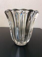 Vase en cristal blanc soufflé moulé signé Pierre d'Avesn Art Déco