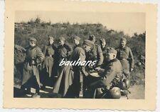 Foto Soldaten-Wehrmacht-Pistole-Gasmaske-Stahlhelm  2.WK (Q895)
