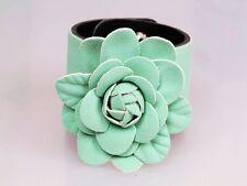 Ante de color verde a rayas Studed Floral pulsera