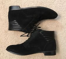 EUC! Women's Kimchi Blue Black Suede Lace Up Booties Sz 7