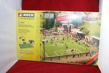 Noch 66830 Spur H0 Fussballplatz mit Vereinsheim Micro-sound Tribüne + Flutlicht