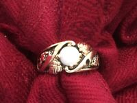 LADIES 10K VINTAGE BLACK HILLS Y/ GOLD WHITE FIRE OPAL RING SIZE 7