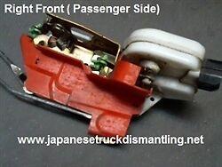 1997-04 Mitsubishi Montero Sport Right Door Latch Power Lock MR313414 ,