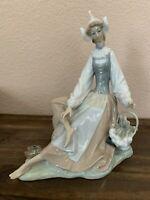 Lladro Figurine Model 1077 DUTCH GIRL Rare Figurine Vintage - Damaged