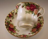 ROYAL ALBERT, ENGLAND OLD COUNTRY ROSES CUP AND SAUCER SET