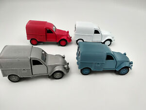 Lot de 4 Citroën 2cv fourgonnette 11,5cm,portes avant ouvrantes, neuves,métal