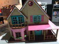 Li'l Woodzeez Honeysuckle Hillside Cottage House With Figures Furniture Lot