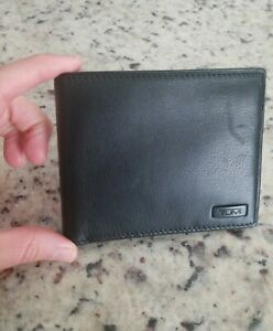 NWT Tumi DFO Horizon SLG Global Coin Wallet in Black Leather w Red MSRP $145