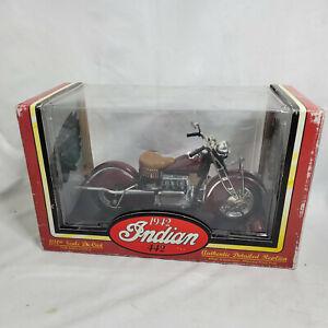 Tootsie Toy 1942 Indian 442 Burgundy Die Cast Motorcycle 1:10 w/ MATCHING Helmet