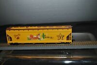 Ho  Scale  DISNEY TOY STORY Woody 4 Bay Covered Hopper Car