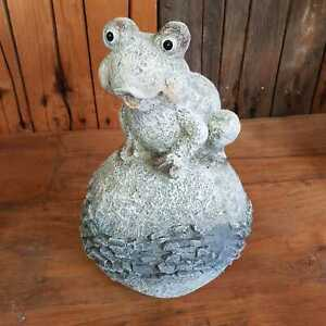 Frosch auf Kugel Dekofigur Figur Garten  33 cm Stein Optik Wetterfest