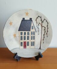 PRIMITIVE COUNTRY FOLK ART  DONNA WHITE DECORATIVE COLONIAL HOUSE PLATE