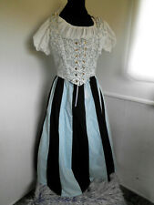 Renaissance wench 3 piece costume. size large.