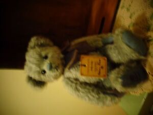 limited edition robin rive bear called DILLY DALLY