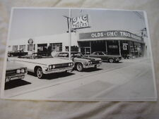1964 OLDSMOBILE  DEALERSHIP LOT NEW CARS    11 X 17  PHOTO  PICTURE