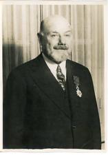 Mr Doumenc, meilleur ouvrier ciseleur de France, décoré de la Légion d'Hon