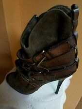 shoe by bakers size 6 open toe shoe brown with green buckle zippers on side