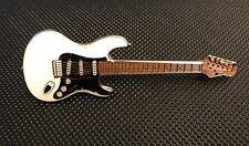 FENDER STRATOCASTER GUITAR ENAMEL PIN BADGE GREAT GIFT FOR MUSIC LOVERS (PB29)