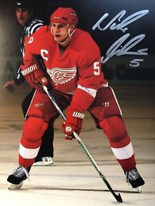 NICKLAS LIDSTROM SIGNED DETROIT RED WINGS AUTOGRAPHED 8X10 PHOTO COA