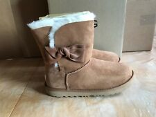 UGG Girls Daelynn Bow Genuine Shearling Boot NWB Size 4 Big Kid Chestnut Color