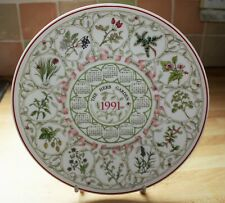 WEDGWOOD 1991 CALENDAR PLATE FEATURING COUNTRY GARDENS - THE HERB GARDEN 1 OF 5