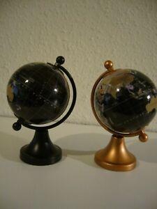 2 x Globus Weltkugel auf Metallfuß 14 cm Höhe in Schwarz u. Bronze farben
