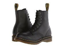 Para mujeres Zapatos Dr. Martens 1460 8 Ojo De Cuero Botas 11821002 Negro Nappa
