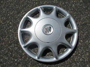 One 1997 to 2003 Buick Century bolt on hubcap wheel cover silver 9594867