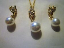14K YELLOW GOLD PLATED LUXURY JEWELRY SET ON AN 16-18 INCH CHAIN WITH EARRINGS