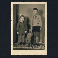 BOY, GIRL & BIG TEDDY BEAR / JUNGE, MÄDCHEN & TEDDYBÄR * Vintage 30s Photo PC